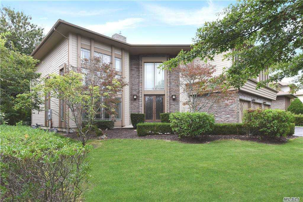 Property for sale at 17 Olde Hamlet Drive, Jericho,  New York 11753