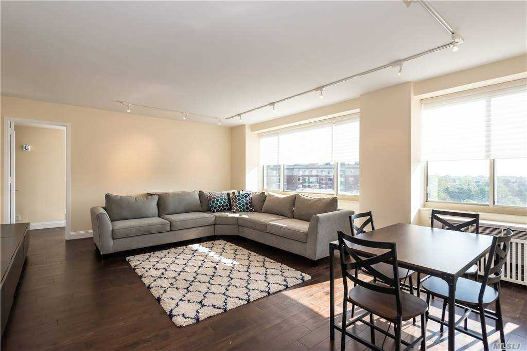 Property for sale at 111 Cherry Valley Avenue Unit: 906, Garden City,  New York 11530