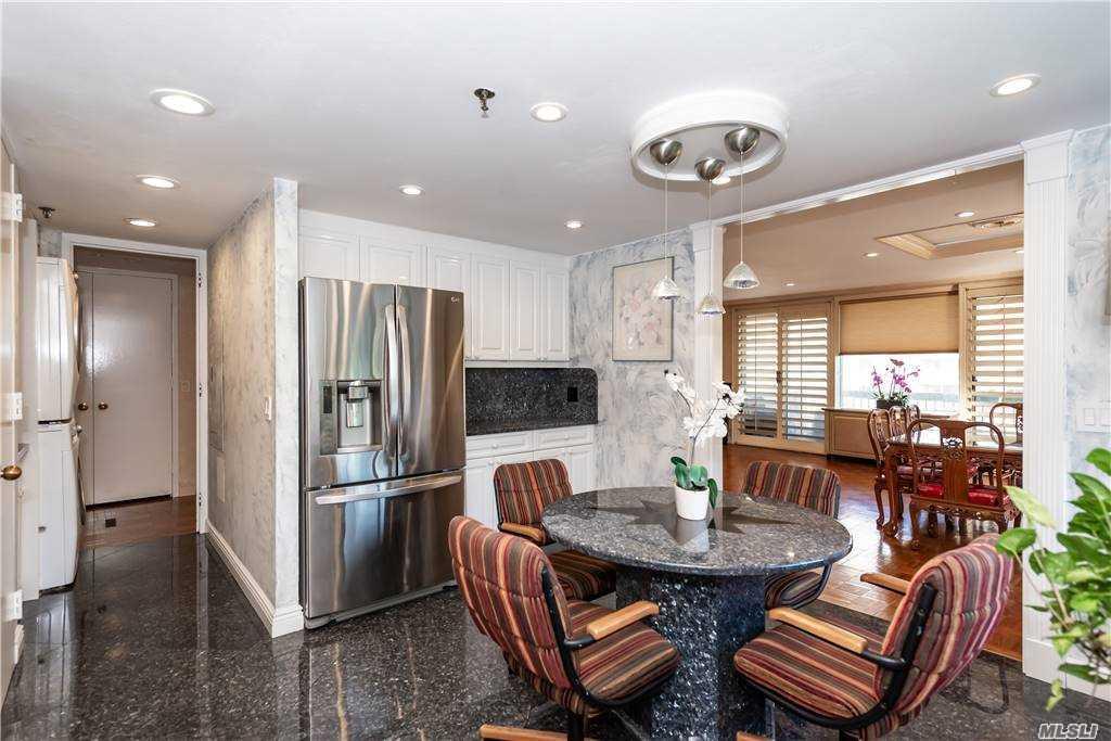 Property for sale at 100 Hilton Avenue Unit: 419, Garden City,  New York 11530