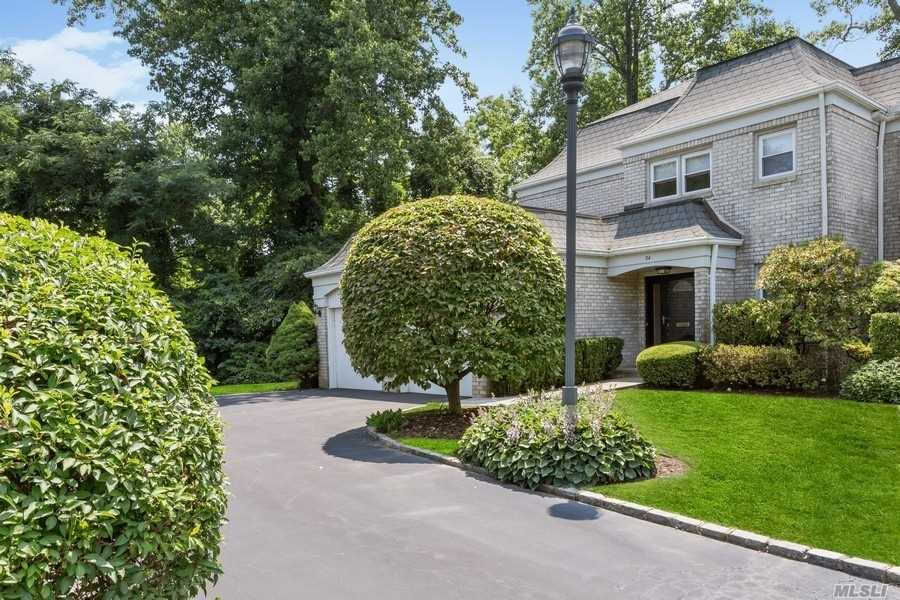 Property for sale at 34 Fairway Drive, Manhasset,  New York 11030