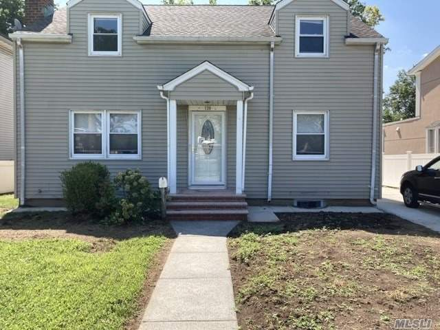 NEWLY RENOVATED IN ( 2020) WITH 6 BEDROOMS,2 BATHS ,TANK LESS HEATING AND WATER SYSTEM. HARD WOOD FLOOR, NEW APPLIANCES,2 CAR GARAGE, OSE, NEW ROOF.