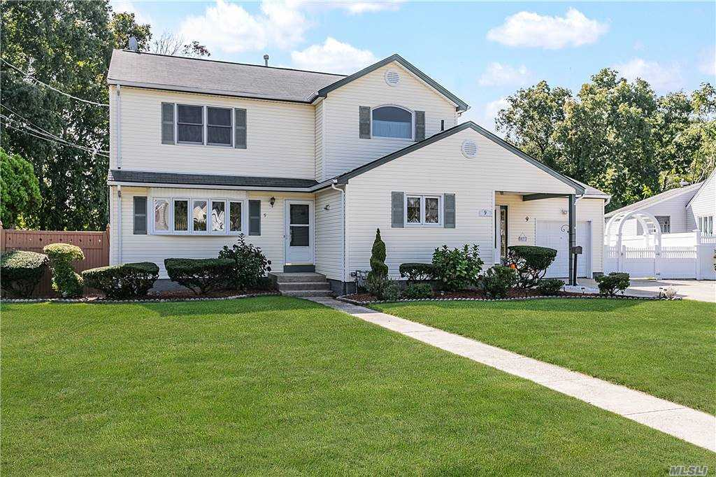 Beautiful Bethpage Colonial On Desirable Cul-De-Sac. Excellent School District, #21. Close To Award Wining Bethpage Golf Course & Biking Trail. Only 50 Minutes On LIRR To Manhattan. This Home Features A Master Bedroom With Jacuzzi Tub, Den With Fireplace, And A Spacious Property With Covered Paver Patio, And Full Basement With Separate Outside Entrance. Move In Ready!