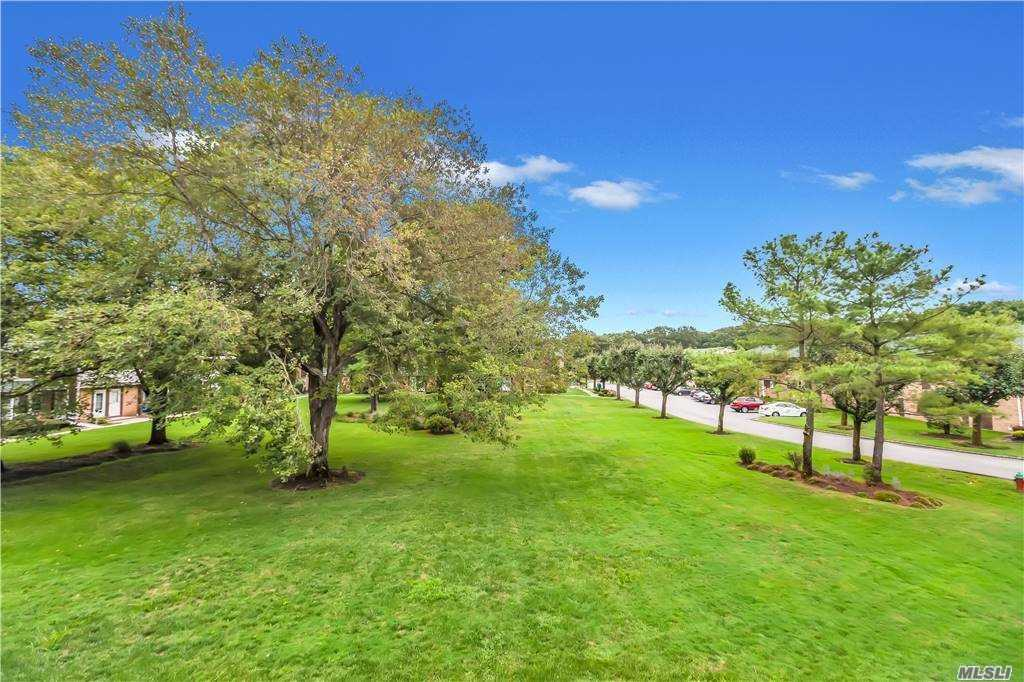 Property for sale at 185 Artist Lake Dr Unit: 185, Middle Island,  New York 11953