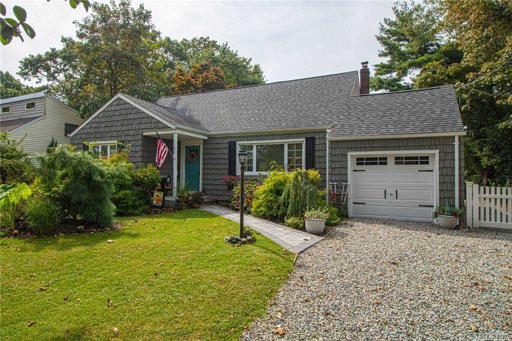 New electric 200 amp, new garage, new driveway, new walkway, new mudroom, new windows. Private deck pergola. new Stairwell.