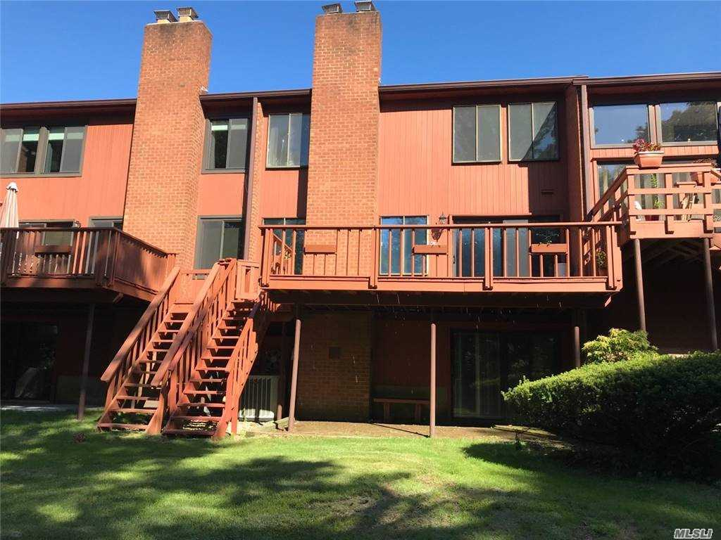 Property for sale at 10 Cricket Club Drive Unit: 10, Roslyn,  New York 11576