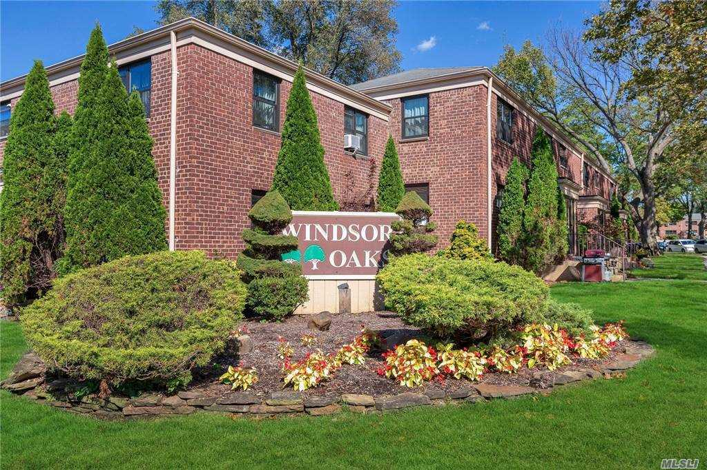 Lovely large 2 bedroom upper corner unit, windows on all four side. Update kitchen & renovated bathroom, spacious rooms, Bright & sunny apartment & pets allowed. Free outdoor parking (1st come first serve) & close to all. (Monthly Maint: $1,023.64 + $21.51 (Security) + 65.87 (Cap Assessment) = $1,111.02).