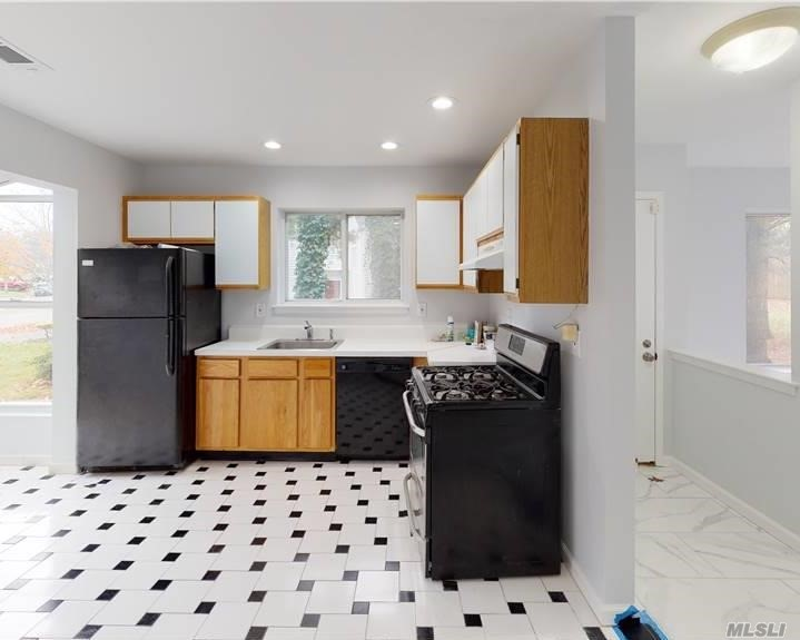 Residential Lease Sutton Place  Suffolk, NY 11749, MLS-3257700-2