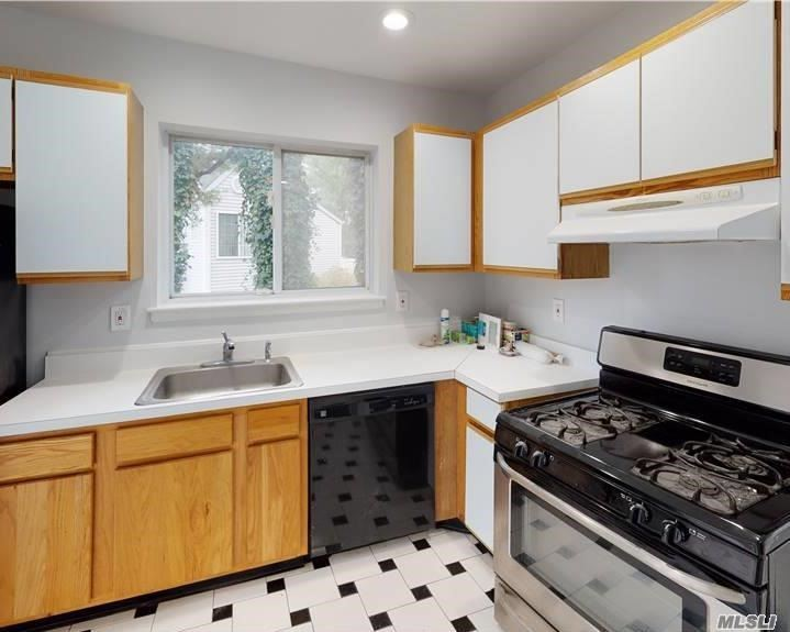 Residential Lease Sutton Place  Suffolk, NY 11749, MLS-3257700-3
