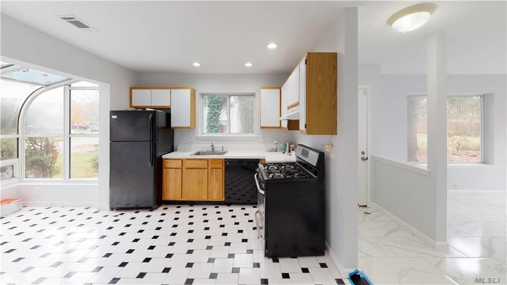 Residential Lease in Islandia - Sutton Place  Suffolk, NY 11749