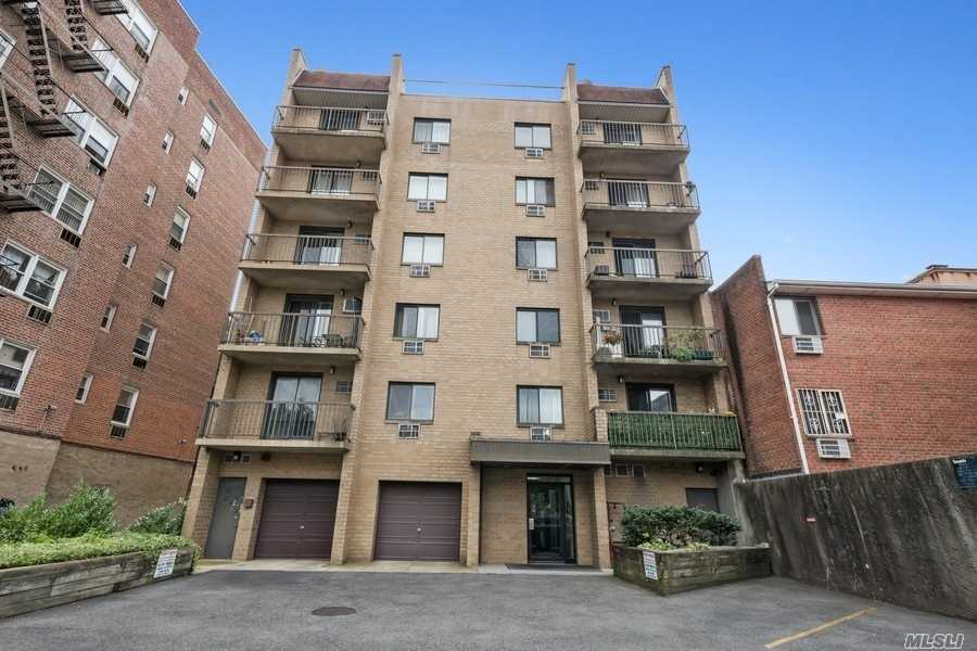 Property for sale at 135-08 82nd Avenue Unit: 401, Briarwood,  New York 11435