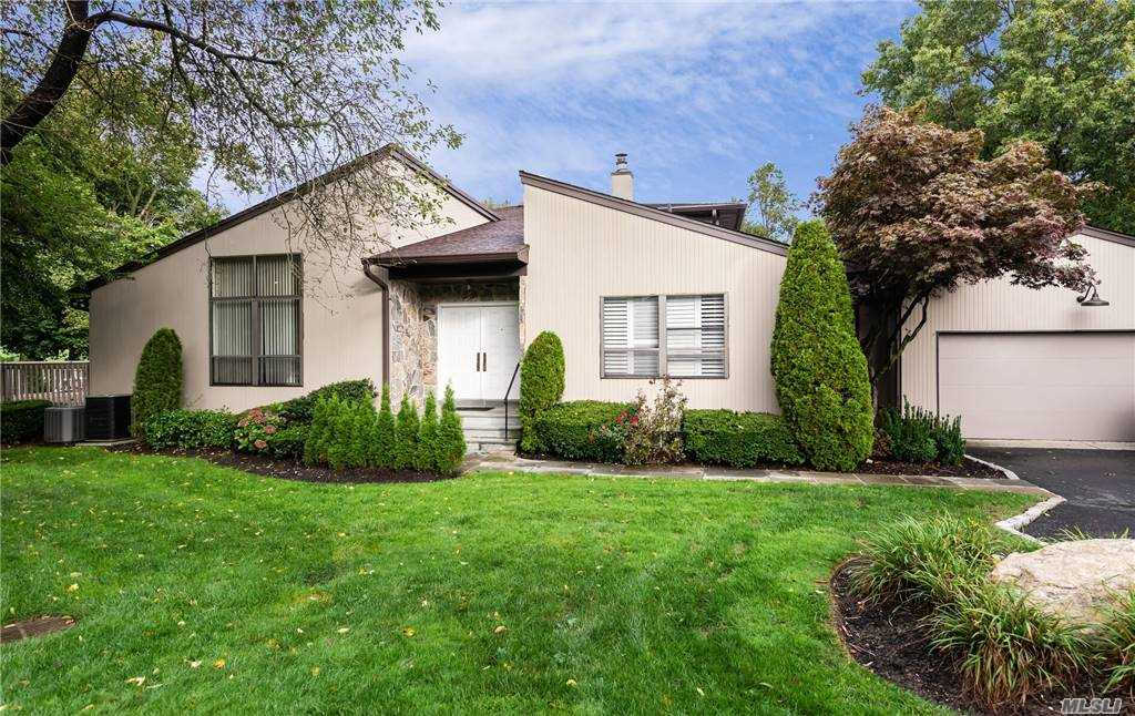 Property for sale at 19 Doral Drive, Manhasset,  New York 11030