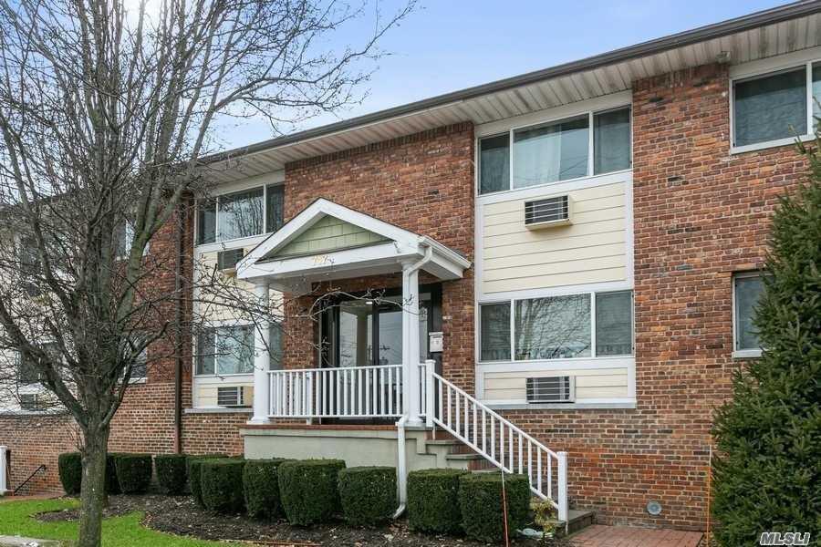 Property for sale at 717 Willis Avenue Unit: 4B, Williston Park,  New York 11596