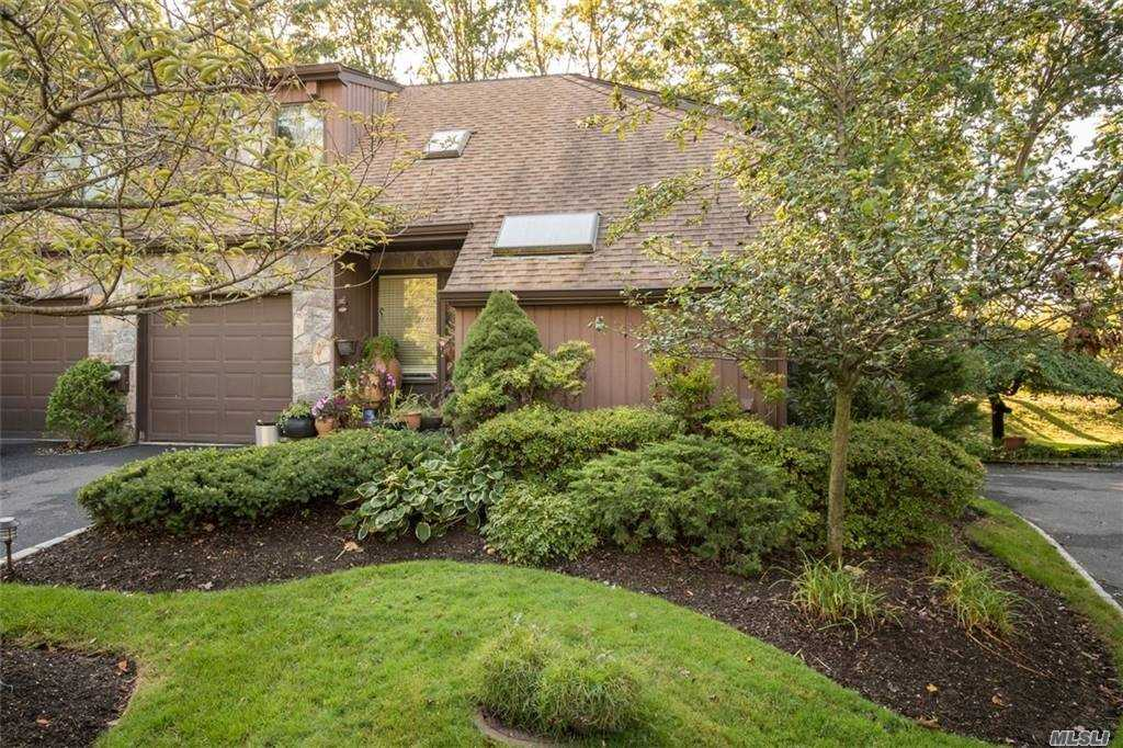 Property for sale at 31 Fox Run, Roslyn Heights,  New York 11577