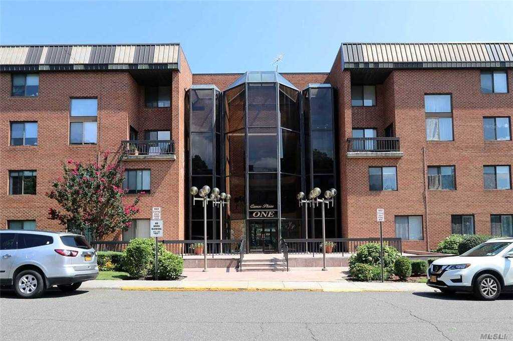 Property for sale at 1 Ipswich Avenue Unit: 112, Great Neck,  New York 11021