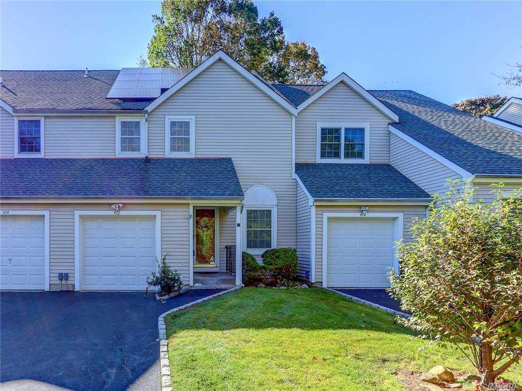 Property for sale at 472 Village Oaks Lane Unit: 472, Babylon,  New York 11702