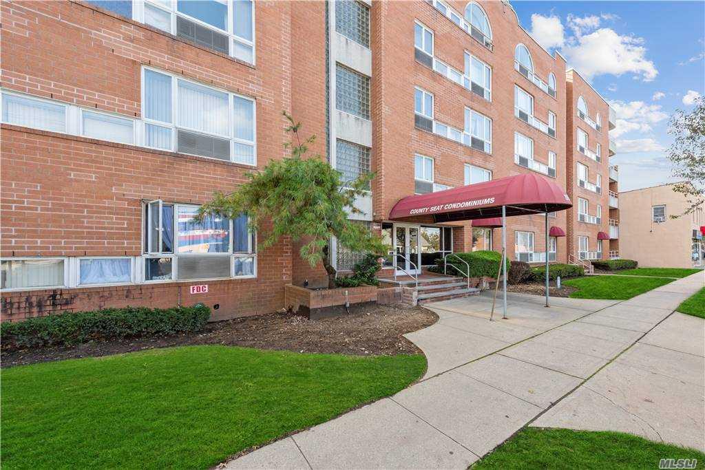 Property for sale at 205 Mineola Boulevard Unit: 4E, Mineola,  New York 11501