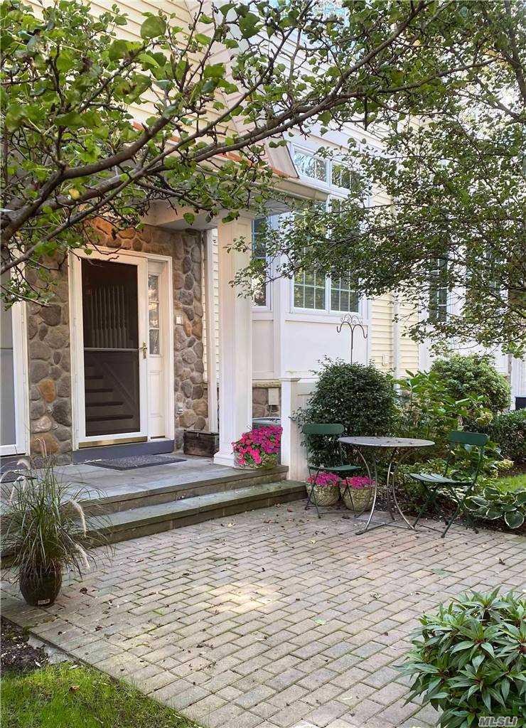 Property for sale at 106 Morris Avenue Unit: 5, Rockville Centre,  New York 11570