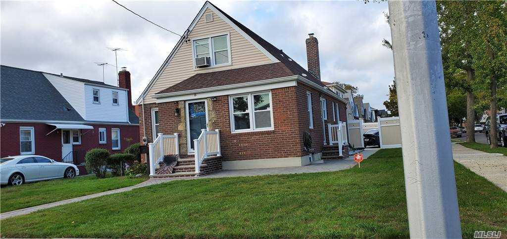 Property for sale at 264-19 82nd Drive, Floral Park,  New York 11004