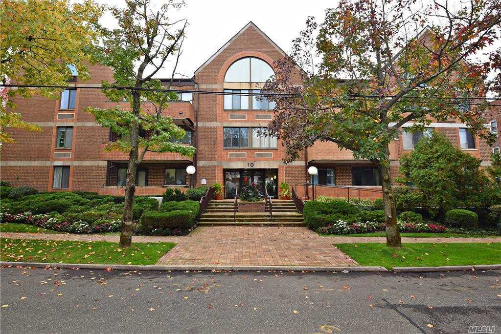 Property for sale at 10 Canterbury Road Unit: 3H, Great Neck,  New York 11021