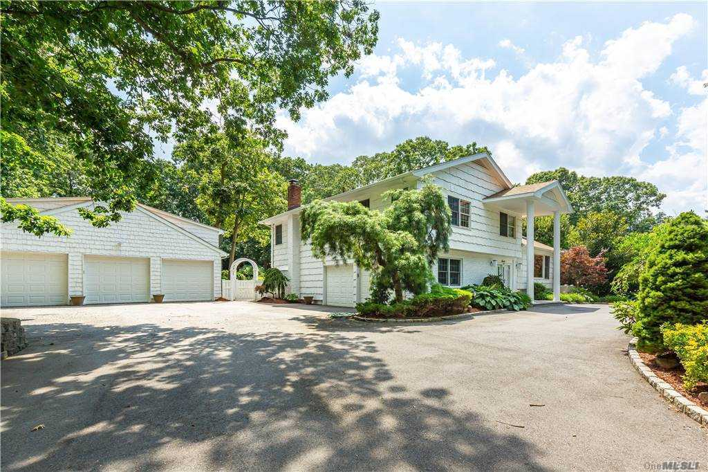 7 Hemingway Drive, Dix Hills NY 11746