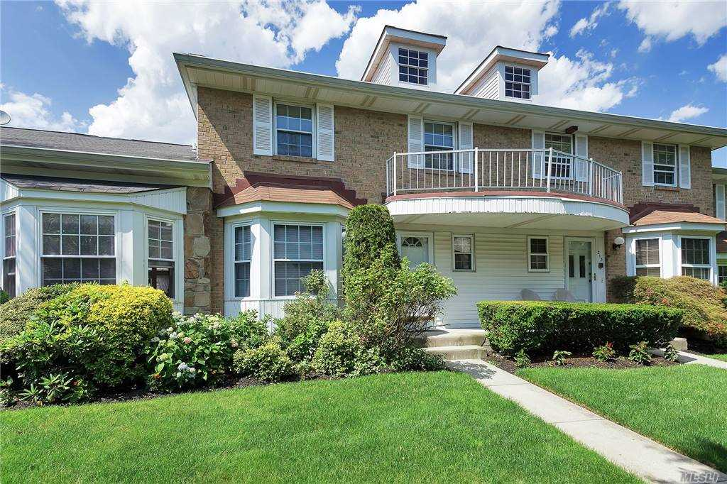 Property for sale at 214 Summit Way, Syosset,  New York 11791