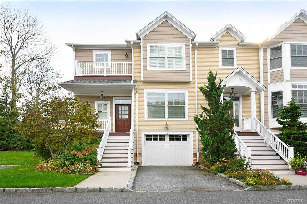 Property for sale at 3 Rosebud Lane Unit: 3, Babylon,  New York 11702