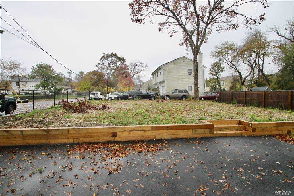 Single Family Irving Ave  Suffolk, NY 11798, MLS-3266539-9