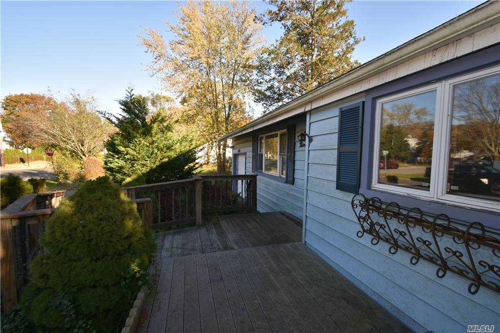 Single Family Norton Avenue  Suffolk, NY 11776, MLS-3267425-23