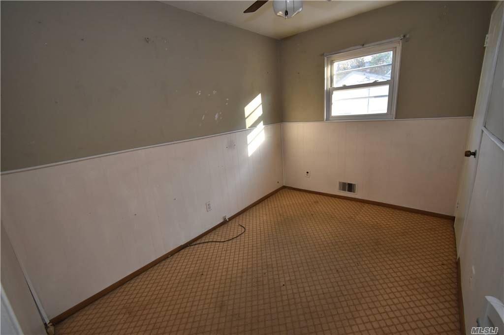Single Family Norton Avenue  Suffolk, NY 11776, MLS-3267425-13