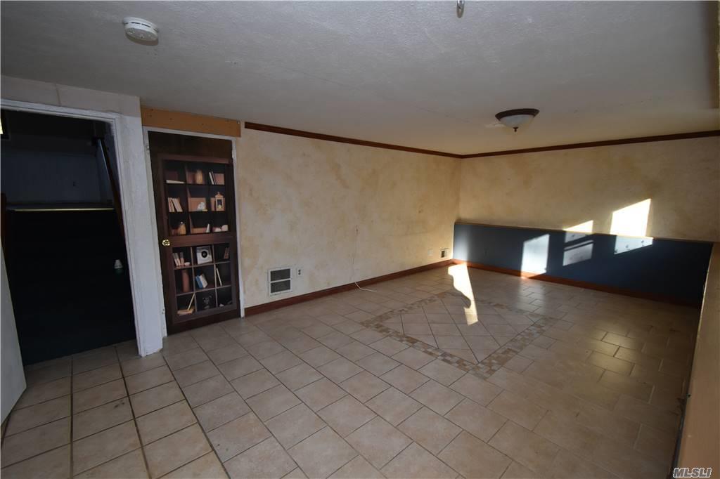 Single Family Norton Avenue  Suffolk, NY 11776, MLS-3267425-17