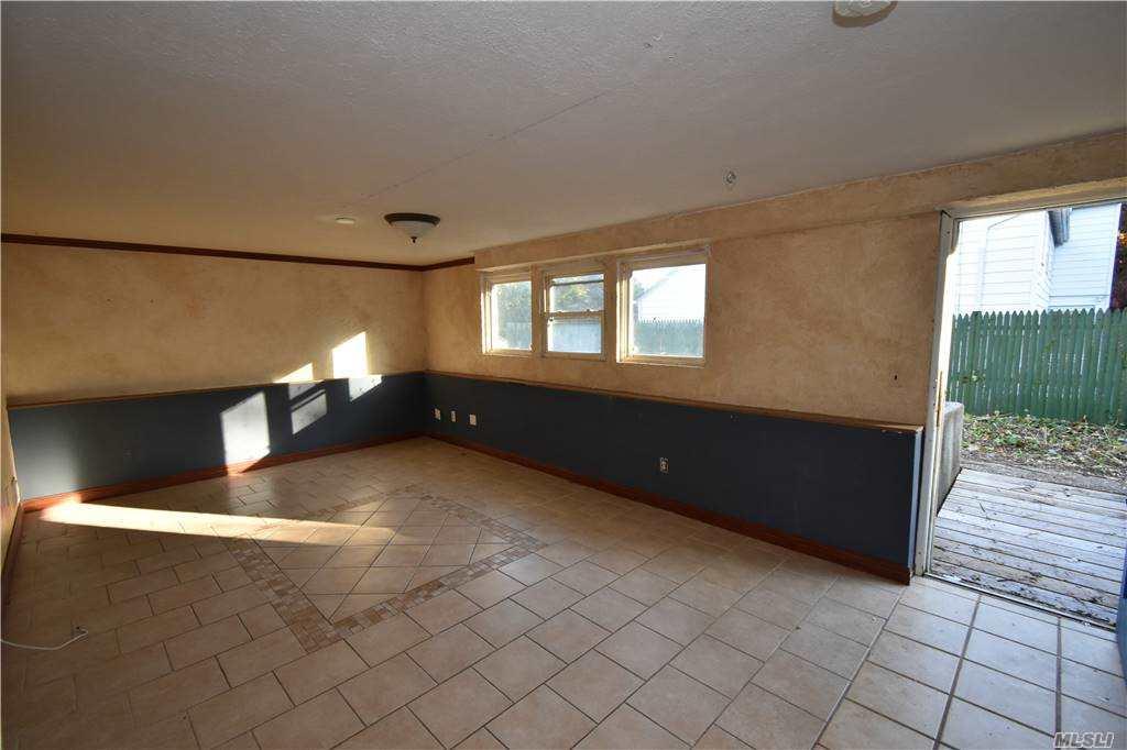 Single Family Norton Avenue  Suffolk, NY 11776, MLS-3267425-16