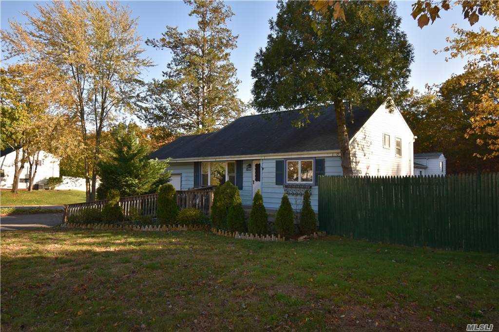 Single Family Norton Avenue  Suffolk, NY 11776, MLS-3267425-3