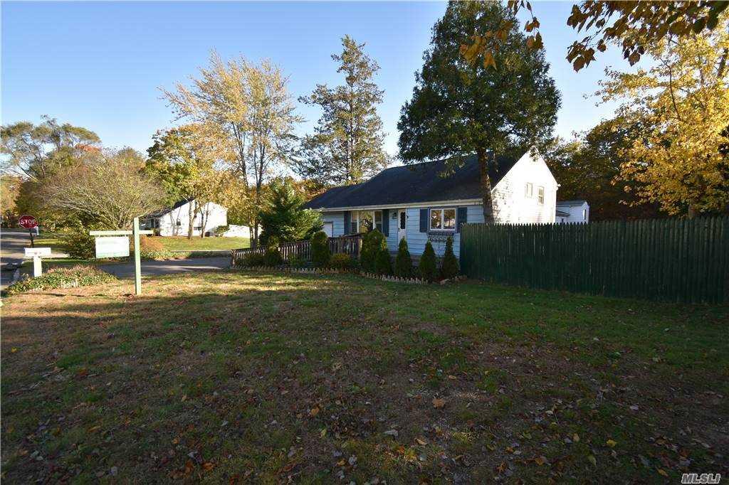 Single Family Norton Avenue  Suffolk, NY 11776, MLS-3267425-5