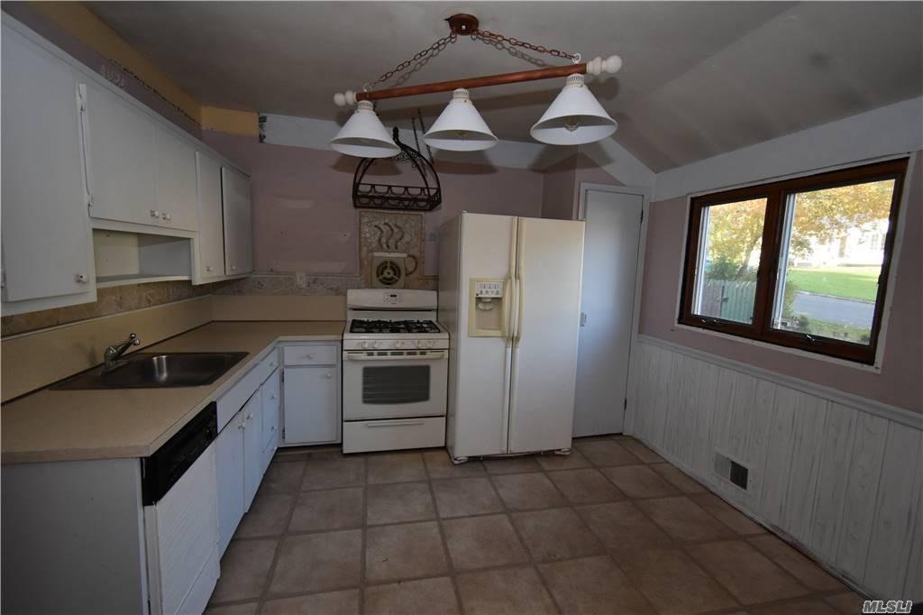 Single Family Norton Avenue  Suffolk, NY 11776, MLS-3267425-11
