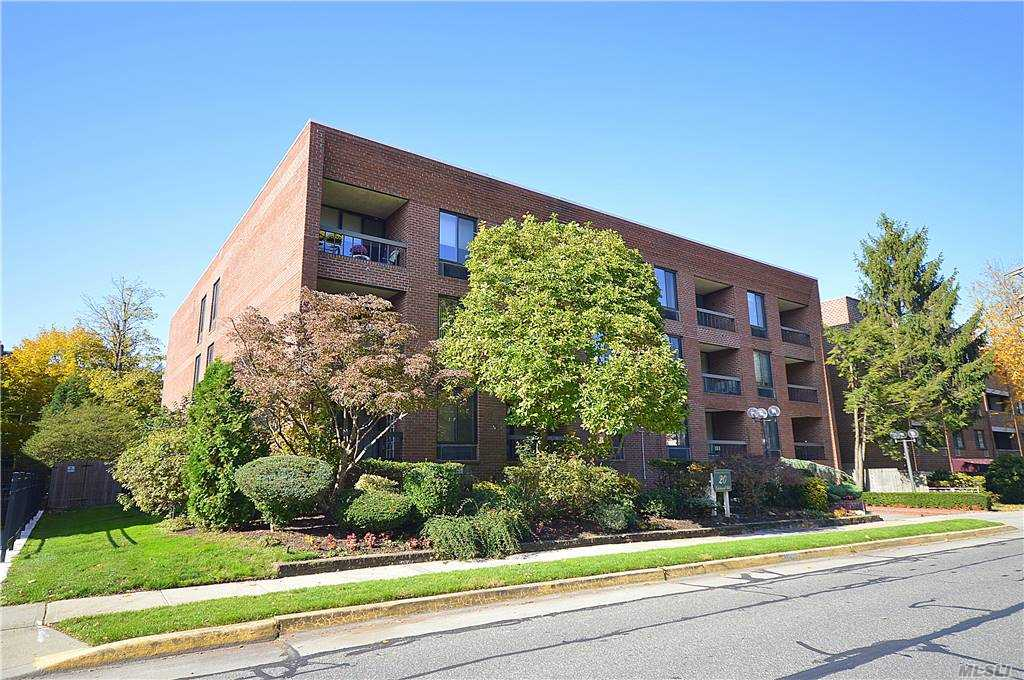 Property for sale at 20 Gilchrest Road Unit: 3C, Great Neck,  New York 11021