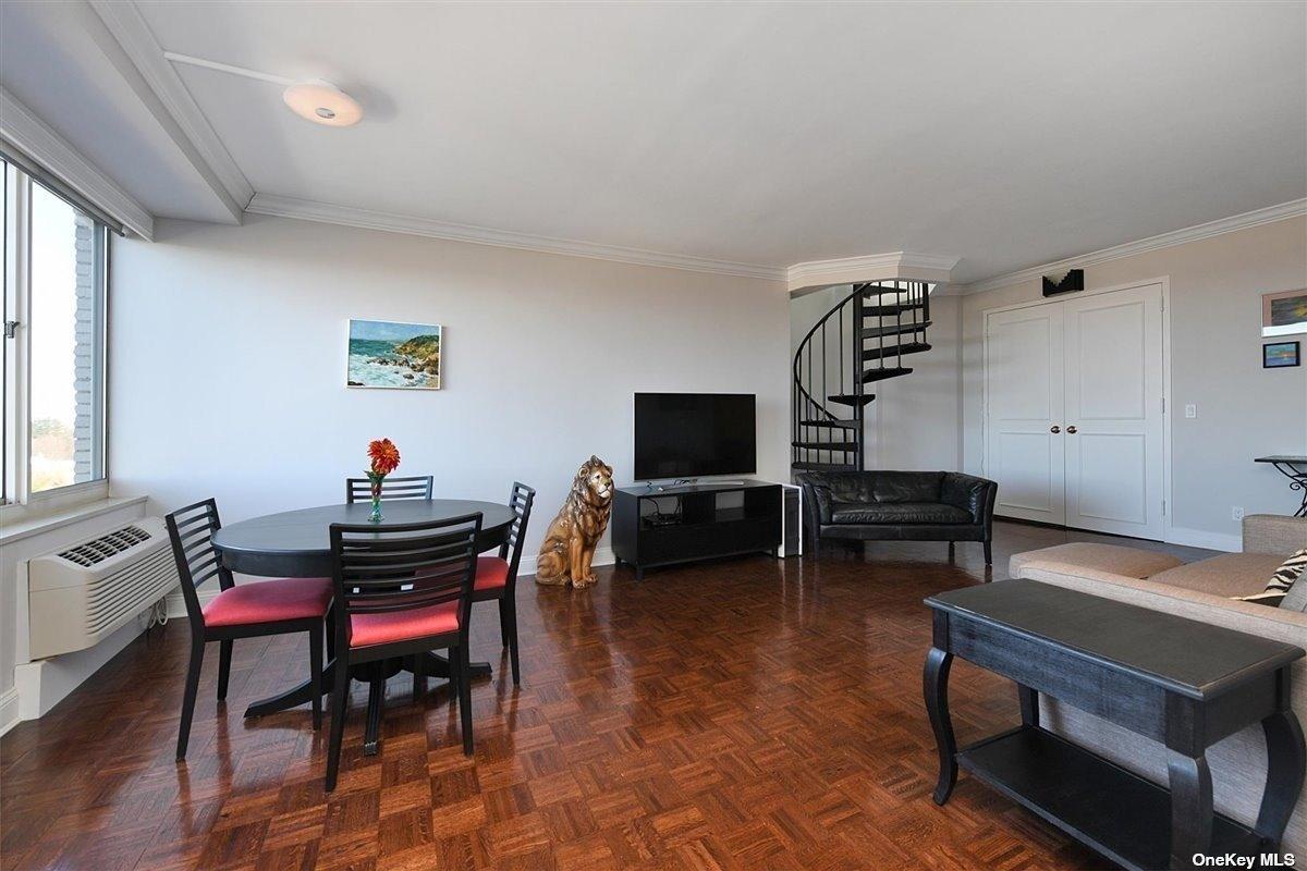 Property for sale at 100 Hilton Avenue Unit: 904, Garden City,  New York 11530