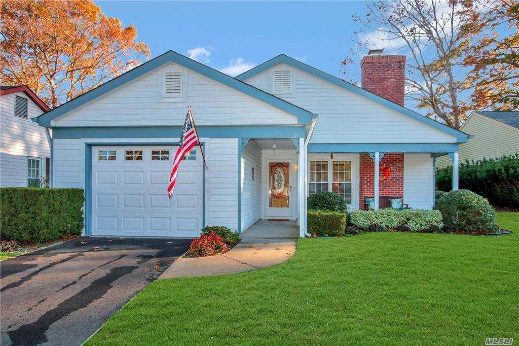Property for sale at 193 Kingston Drive, Ridge,  New York 11961
