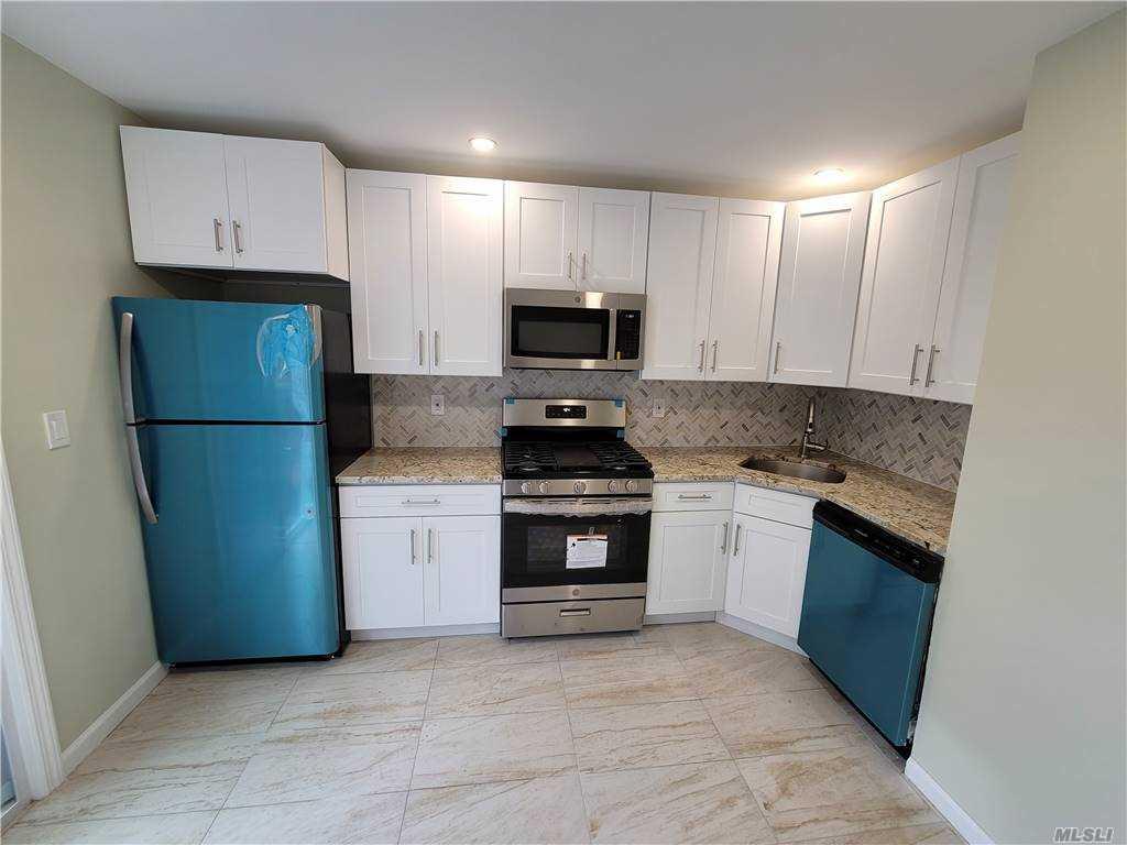 Single Family Mickardan Court  Staten Island, NY 10304, MLS-3269467-7