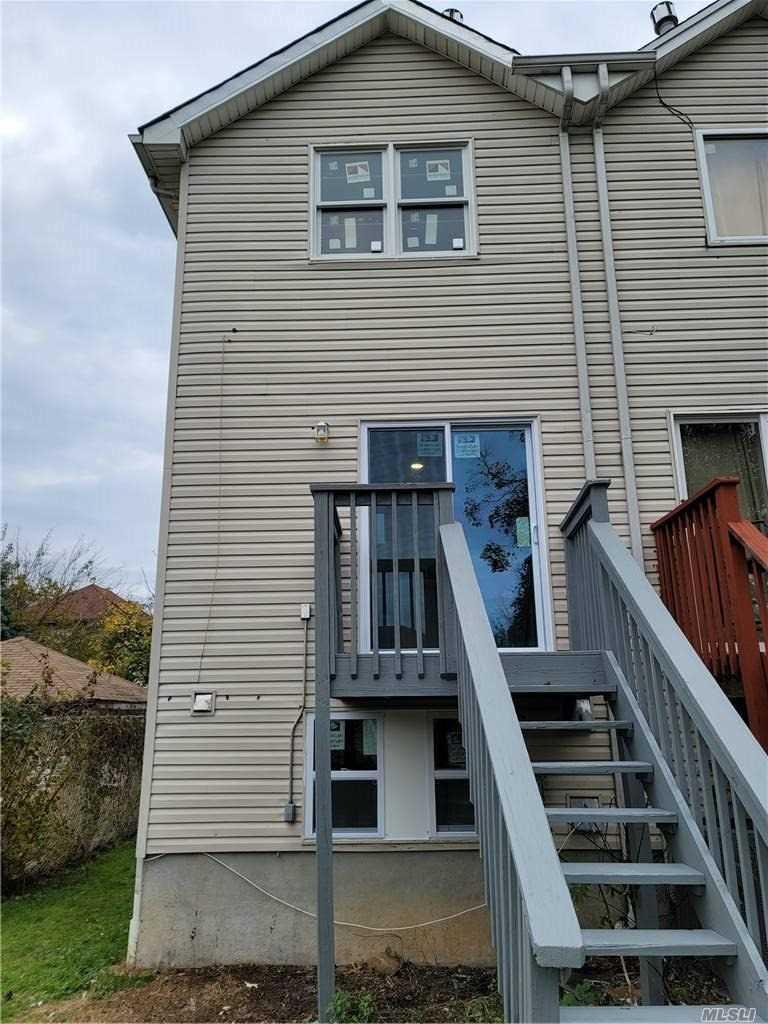 Single Family Mickardan Court  Staten Island, NY 10304, MLS-3269467-11