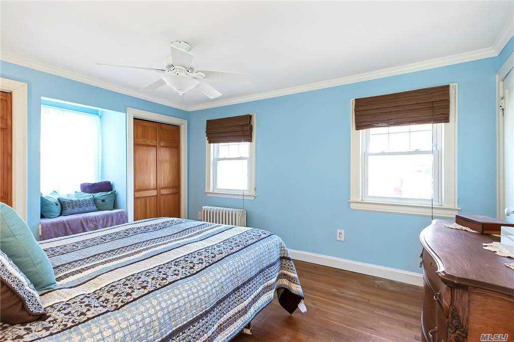 48 Irma Avenue, Port Washington, New York 11050, 2 Bedrooms Bedrooms, ,1 BathroomBathrooms,Residential,For Sale,Irma,3269848