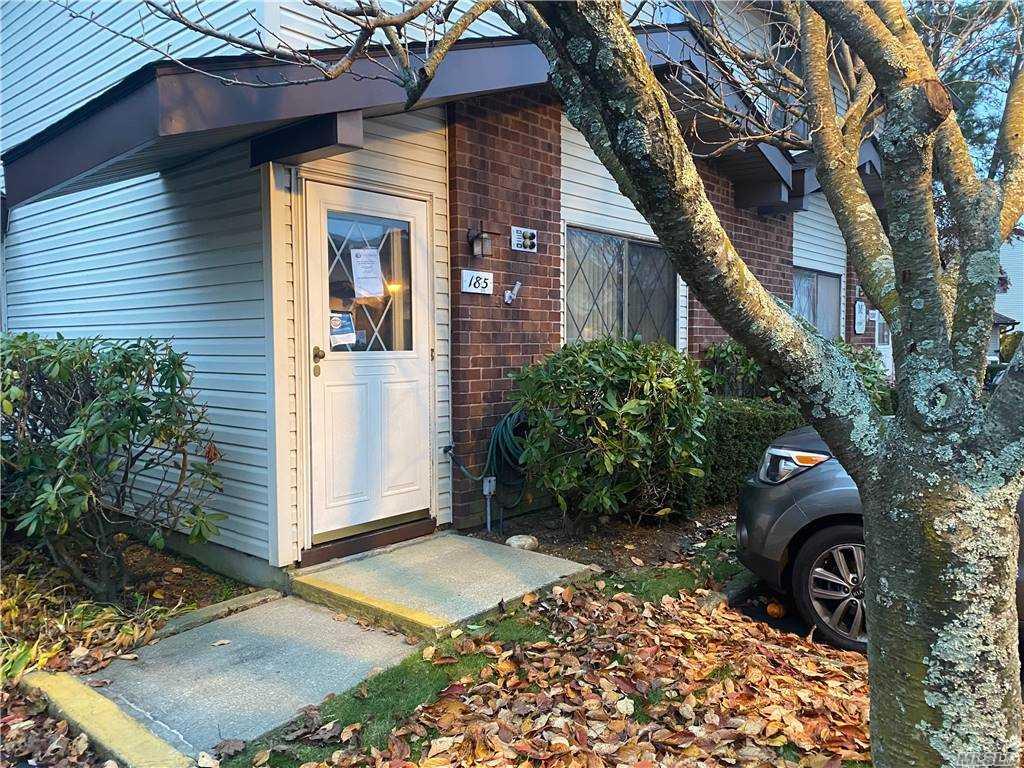 Property for sale at 185 Cambridge Drive E, Copiague,  New York 1