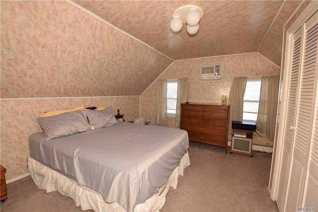 Single Family Gardiners Ave  Nassau, NY 11756, MLS-3270422-16
