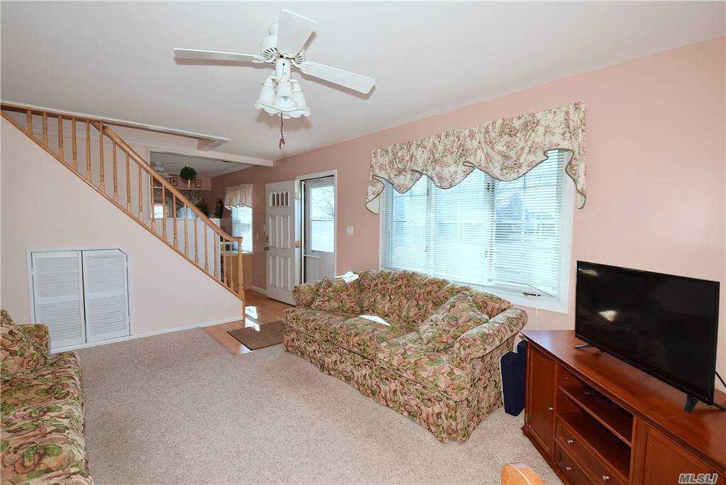Single Family Gardiners Ave  Nassau, NY 11756, MLS-3270422-3