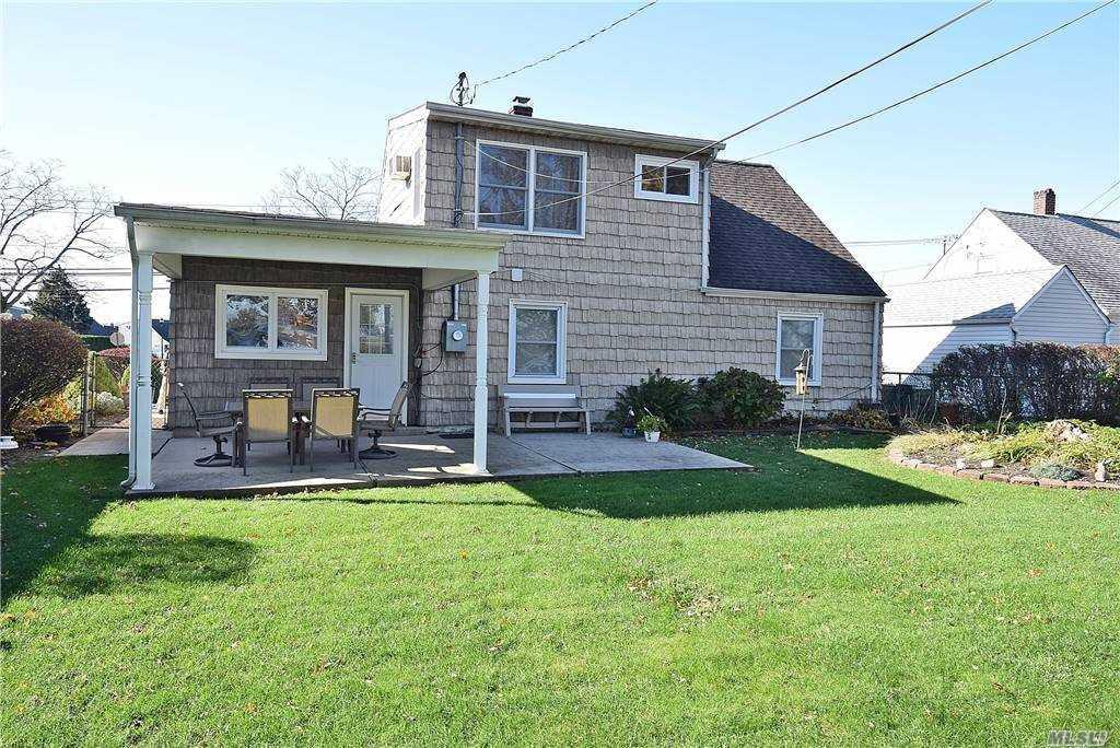 Single Family Gardiners Ave  Nassau, NY 11756, MLS-3270422-18