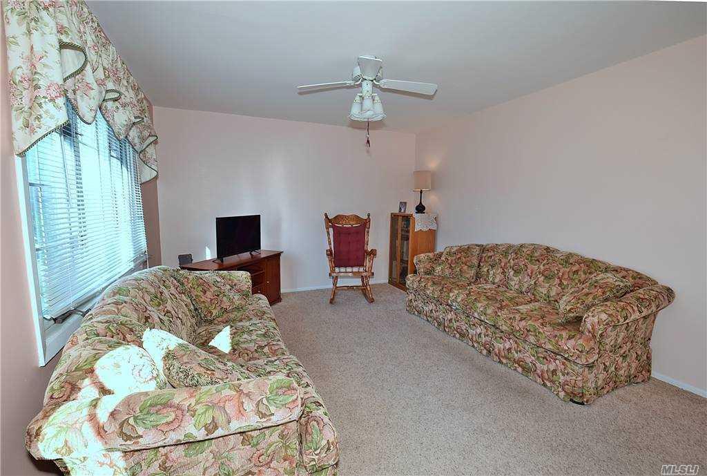 Single Family Gardiners Ave  Nassau, NY 11756, MLS-3270422-4