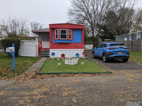 Single Family in Holbrook - Lincoln Ave  Suffolk, NY 11741