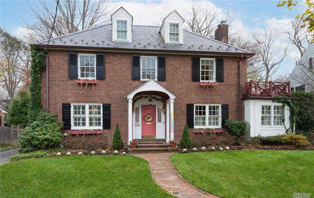 Beautiful 4-bedroom, 3.5 bath Colonial in Munsey Park. Magnificent details and craftsmanship in an ideal location convenient to town and train.