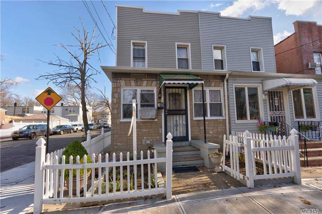 70-01 69th St, Glendale, New York 11385, 3 Bedrooms Bedrooms, ,1 BathroomBathrooms,Residential,For Sale,69th,3271876