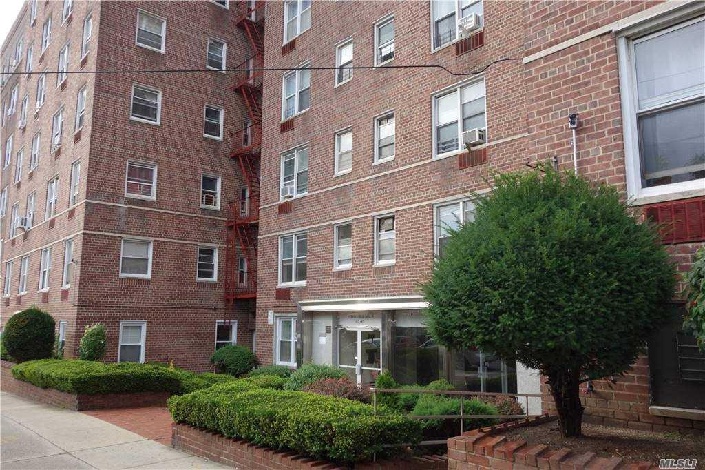 63-45 Saunders St, Rego Park, New York 11374, 2 Bedrooms Bedrooms, ,1 BathroomBathrooms,Residential Lease,For Sale,6G,Saunders,3271878
