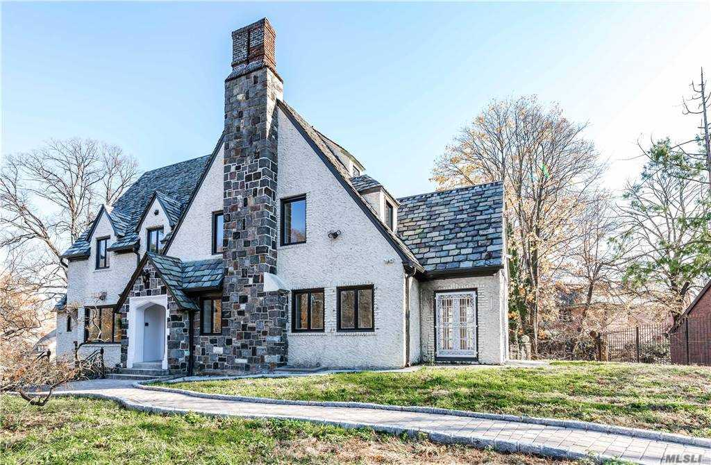 TOTALLY RENOVATED 4800 SQ FOOT HOUSE ON APPROXIMATELY 3/4 OF AN ACRE. HOUSE FEATURES GEO THERMAL HEATING AND AIR CONDITIONING. SAVES MONEY ON UTILITY BILLS.  CLOSE TO BUS, LIRR, TRAINS AND SHOPS